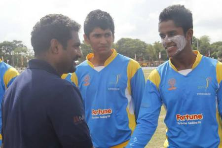 Murali being introduced to the St Peters College boys