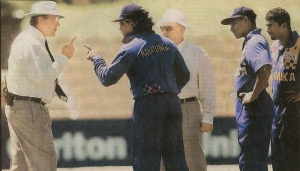 26-Ranatunga and Emerson in confrontation