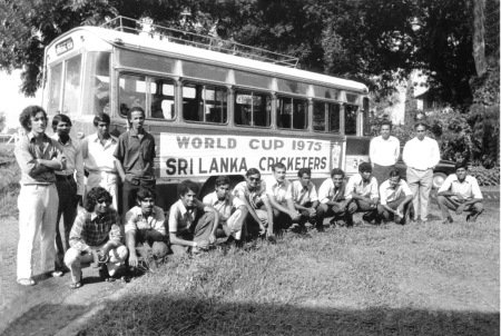 33.SL team and Bus, '75