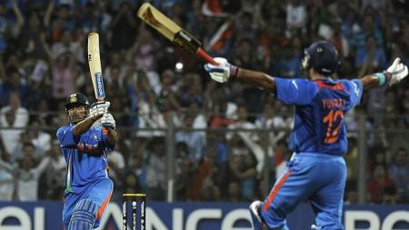 dhoni hits six in2011