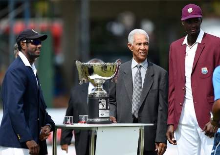 West Indian cricket legend Sir Garfield Sobers (2R), Sri Lankan cricket captain Angelo Mathews (L) and West Indies cricket captain Jason Holder (R) pose for photographers with the Sobers/Tissera Trophy before the start of the first day of their second Test cricket match between Sri Lanka and the West Indies at the P. Sara Oval Cricket Stadium in Colombo on October 22, 2015. AFP PHOTO/ Ishara S. KODIKARA (Photo credit should read Ishara S.KODIKARA/AFP/Getty Images)