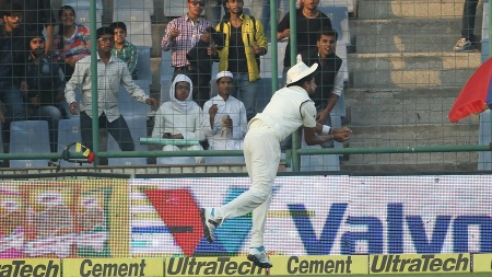 Ishant Sharma of India takes a great catch on the boundary to dismiss AB de Villiers of South Africa during day two of the 4th Paytm Freedom Trophy Series Test Match between India and South Africa held at the Feroz Shah Kotla Stadium in Delhi, India on the 4th December 2015 Photo by Ron Gaunt / BCCI / SPORTZPICS