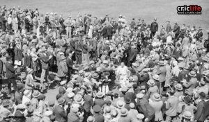 bradman and crowd -