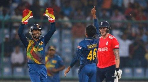 Cricket - Sri Lanka v England - World Twenty20 cricket tournament - New Delhi, India, 26/03/2016. Sri Lanka's Jeffrey Vandersay (2nd R) and wicketkeeper Dinesh Chandimal celebrate the dismissal of England's Jason Roy. REUTERS/Adnan Abidi