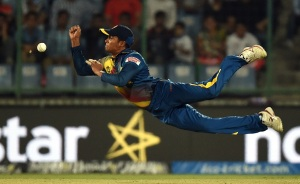 Sri Lanka's Jeffrey Vandersay drops a catch off South Africa's captain Faf du Plessis during the World T20 cricket tournament match between South Africa and Sri Lanka at The Feroz Shah Kotla Cricket Ground in New Delhi on March 28, 2016. / AFP / PRAKASH SINGH (Photo credit should read PRAKASH SINGH/AFP/Getty Images)