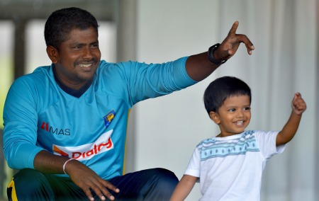 herath-with-his-son-in-galle-2014-afp