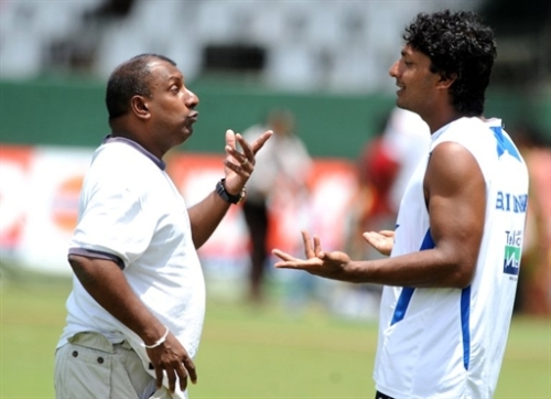 Sri Lankan cricket captain Kumar Sangakkara (R) and chief selector Aravinda de Silva talk at a practice session at The Sinhalese Sports Club Ground in Colombo on July 25, 2010, ahead of the second Test match againstn India scheduled to start July 26. India needs to win at least one of the two remaining Test matches if they are to retain their number one ranking status. Sri Lanka won the first Test at Galle by ten wickets. AFP PHOTO/Ishara S.KODIKARA